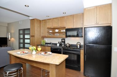 61_yorkville_ave_unit_kitchen1